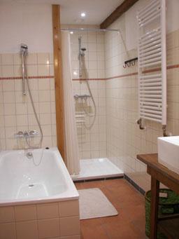 Accommodaties la vie verte buitenhuis voor vakantie en training - Een mooie badkamer ...